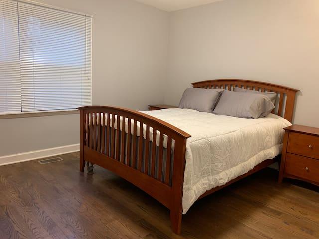 Queen size bed room on 1st floor