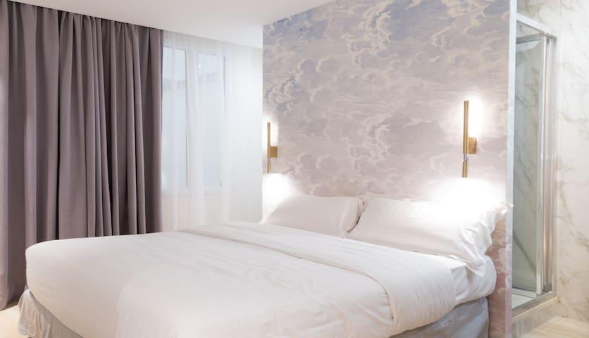 """❤️ Room - HOTEL """"Au Cœur du MARAIS"""""""