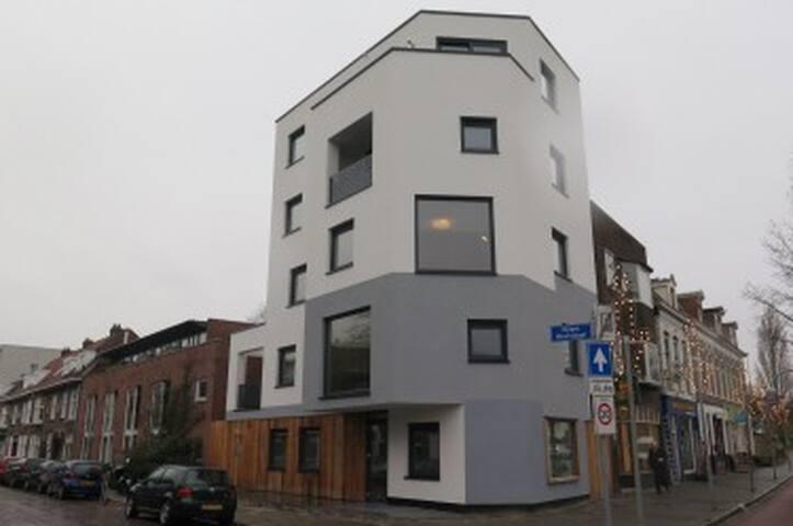 Modern nieuw appartement in Helpman