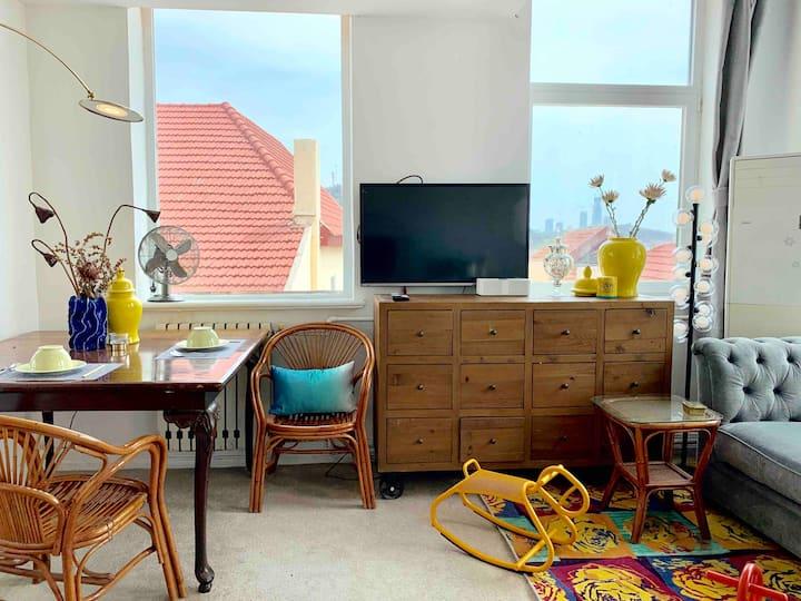 青岛的绝顶精华全海景的独立套房270度醉心美景,在房间就可以欣赏青岛各大标志景点有