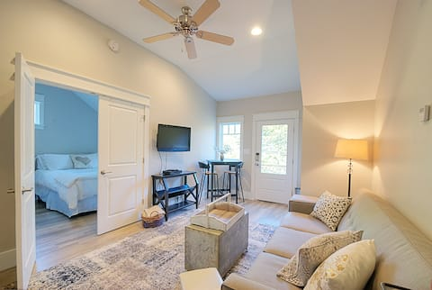 Historic Roswell Charming Carriage House
