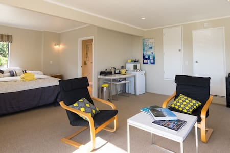Fantail BNB Sunny, spacious and close to city