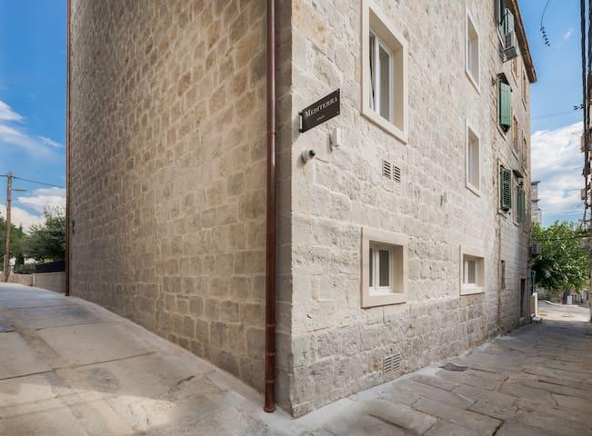 Mediterra Studio Apartment - sea view, city center