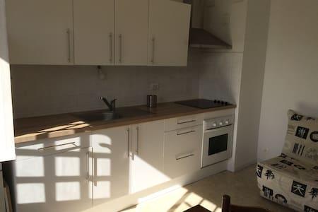 Beau T2 ensoleillé dans Villa - Le Pradet - Apartmen