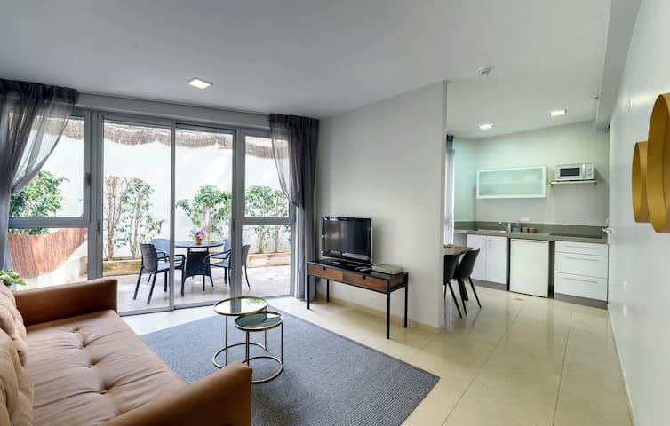 One Bedroom Apartment w/ Terrace @ Sea Land Suites