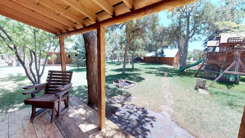 Stunning Apple Lane Log Cabin with Guest Cottage all at One Fixed Price