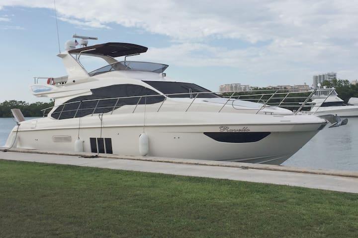 Miami Luxury Italian Yacht - 53 Foot - Sunny Isles Beach - Lägenhet