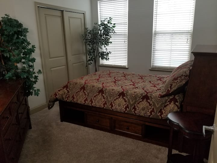 Cherry Bedroom in Luxury Condo on Jax. Beach Side