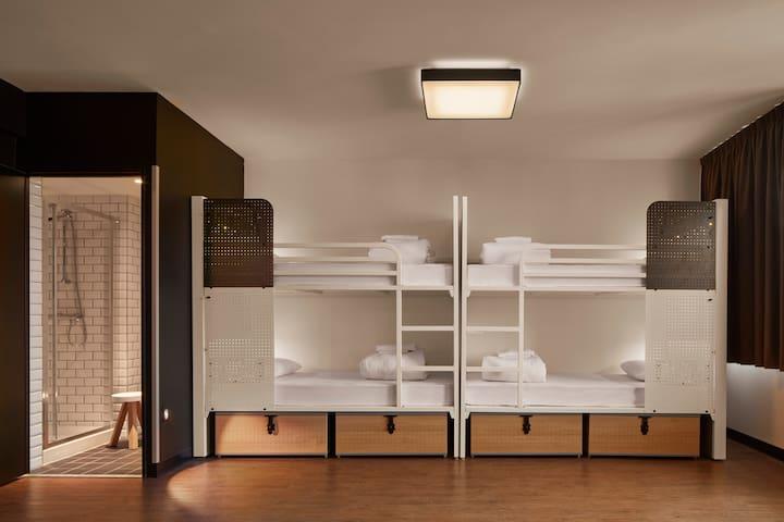 Generator - Bed in Quadruple room