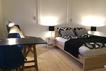 Private room with private bathroom - Aarhus