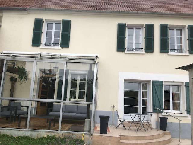 """Maison de vigneron Champenois , vue sur la """"Marne"""""""