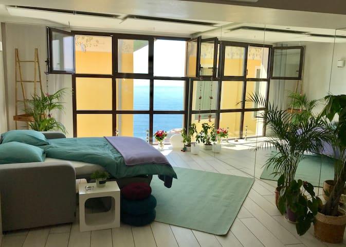 BRAND NEW! Contemporary Villa close to Monaco
