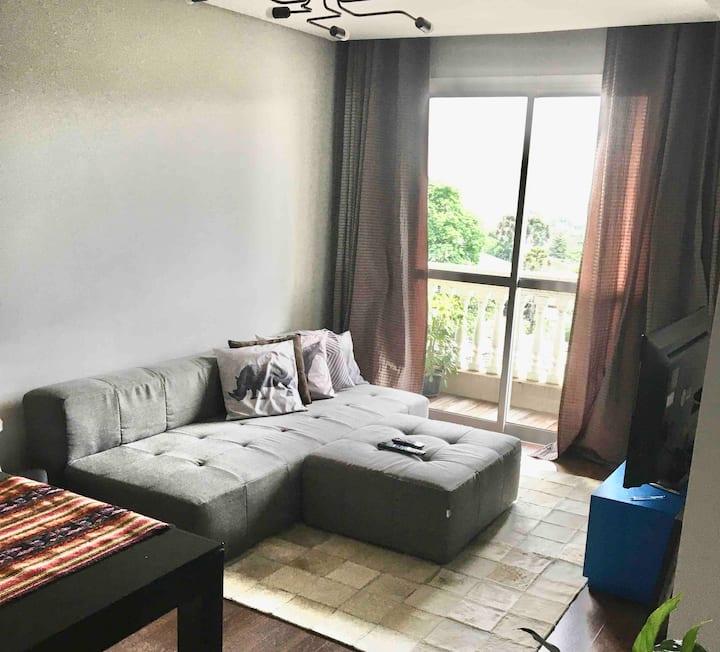 Apartamento prático com garagem.