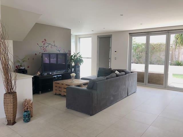 gem tliche schlafzimmer am see reihenh user zur miete in. Black Bedroom Furniture Sets. Home Design Ideas