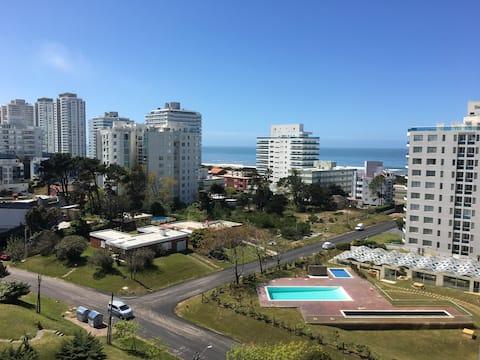 Estrenar con amenities. Playa Brava vista al mar