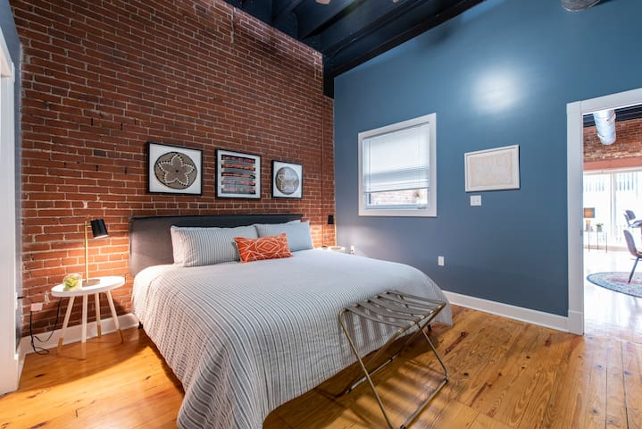 Bourbon City Loft - Free downtown parking!