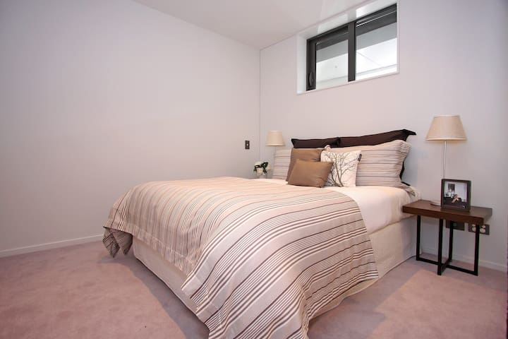 A double room and some luxurities in CBD area