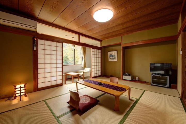 [Full Dinner & breakfast incl.]Natural cloudy hot spring at Hakone Gora! Ryokan & Pick up service