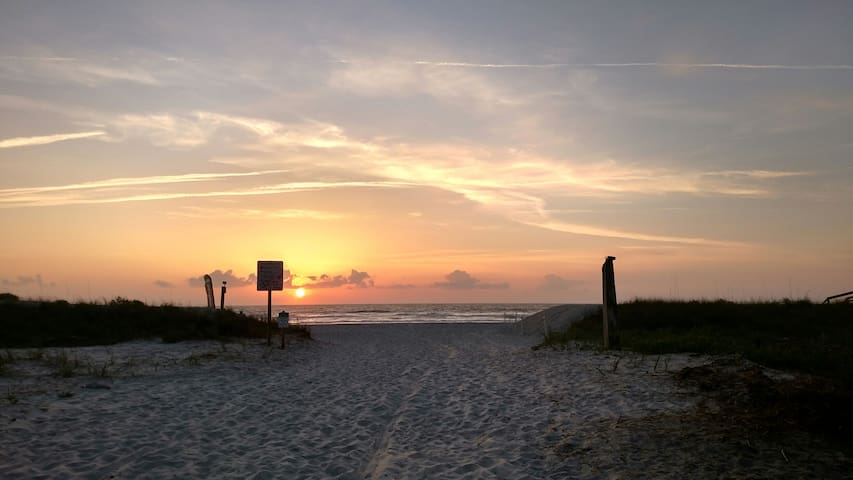 Dog Friendly Family Ocean Oasis East side of A1A!