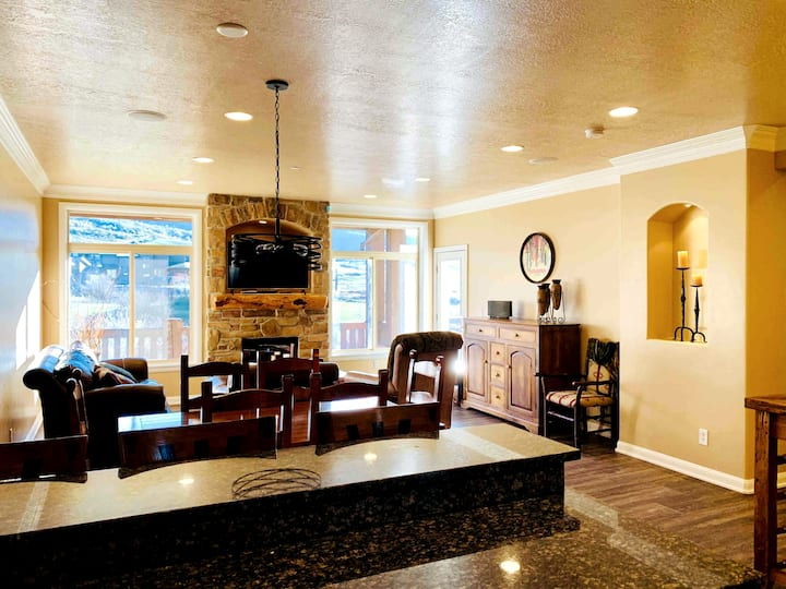 Lakeside Resort Condo on Pineview w/Snowbasin View