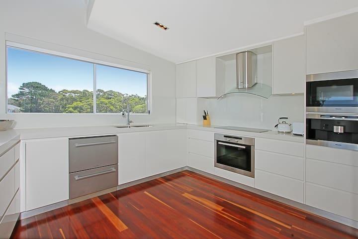 Penthouse on Quay-Views across Jervis Bay - Callala Beach - Apartment