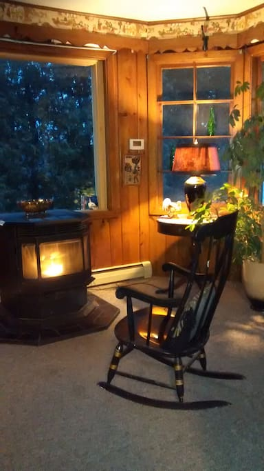 Relax in this room next to the kitchen - read, meditate or just watch the snow falling