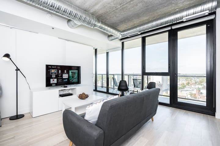 •Spectacular Skyline/2 bdrm/19th Floor + King Bed•