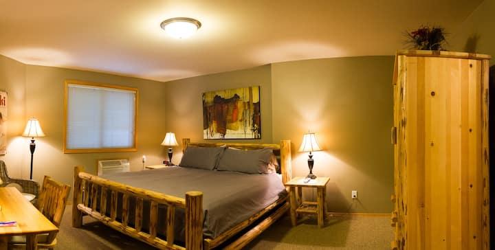 #5 River Pines Inn - River Suite