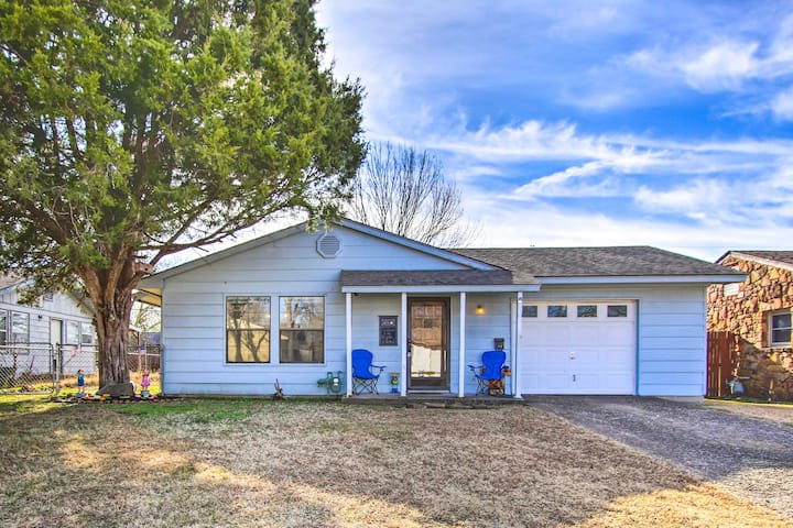 NEW! Pet-Friendly Bartlesville Retreat w/ Yard!