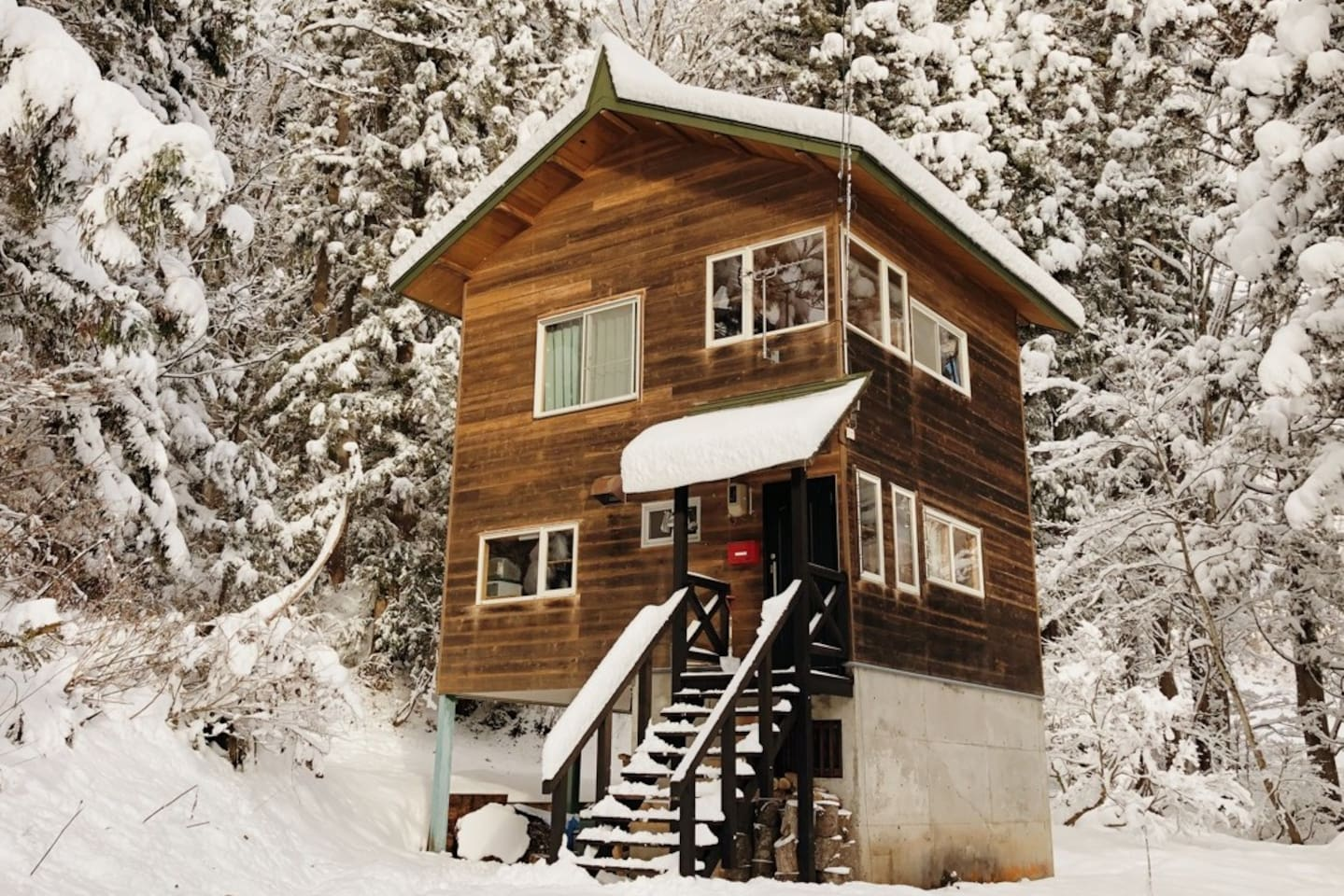 Home in the forest of Myoko's National Park Area