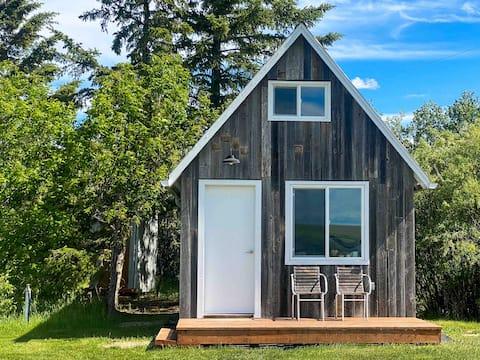Malerische Hütte am See
