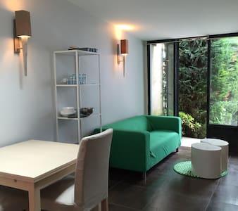 CHARMANT STUDIO, AU CALME, INDEPENDANT PROPRIETE - Apartament