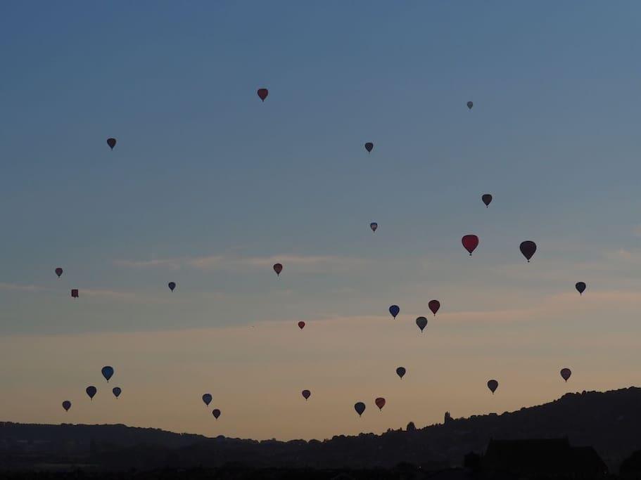 Balloons driffting past the balcony during the Ballon Fiesta