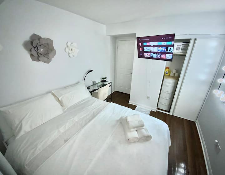 Pleasant and clean bedroom #1 in Mississauga ON