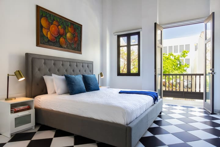 Plaza Suite |Your own private balcony 1 bedroom in Old San Juan