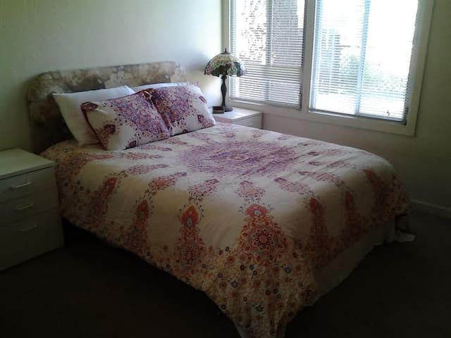 Comfortable Queen in  San Rafael - San Rafael
