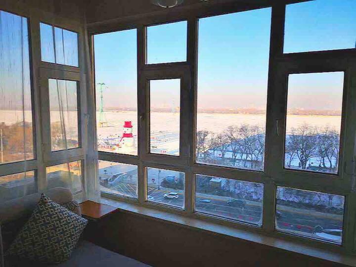 冰城-俯视全景一室一厅【江影】中央大街500米、松花江边,冰雪大世界、太阳岛隔江相望,防洪纪念塔