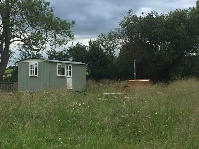 Beautiful rural shepherds hut with hot tub