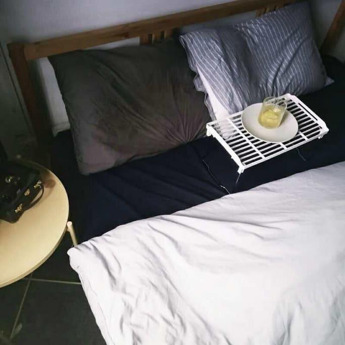 卧室和免费蜂蜜柠檬水