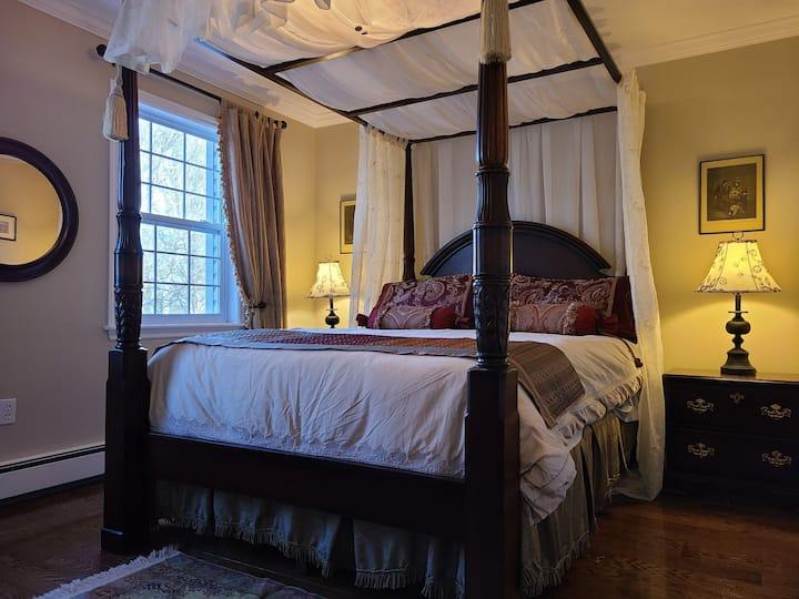 TIMELESS ELEGANCE-EMBELLISHED MAHOGANY&CANOPY BEDS