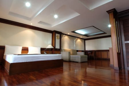 Large Suite (3 beds) near Khaosan/Downtown BKK #V - Byt
