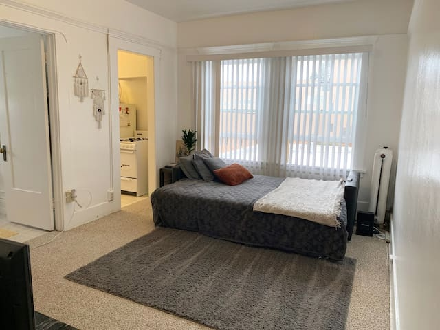 Traveler friendly studio in downtown/ little Italy