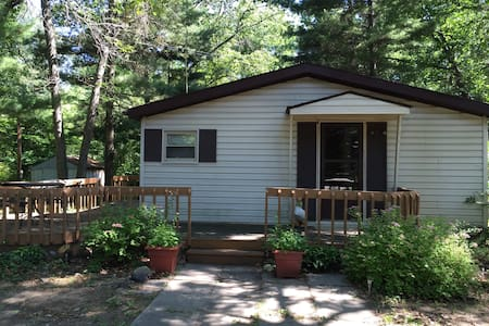 Perfect Summer Getaway Across from Lake Huron - Port Austin - Huis