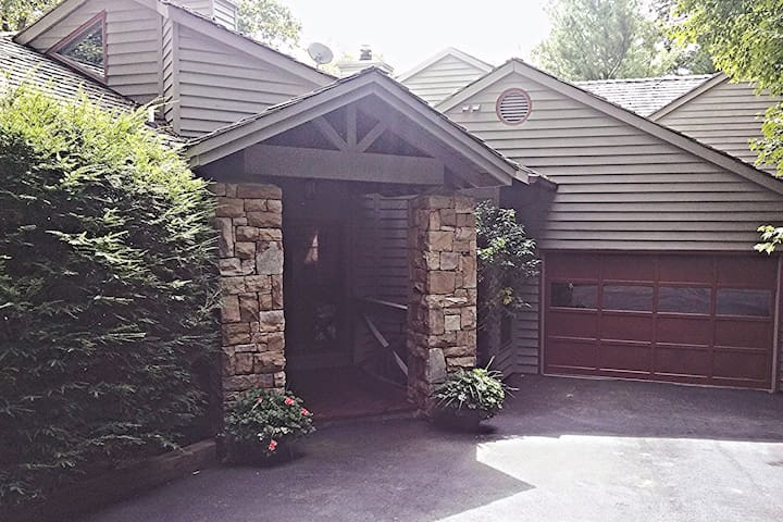 Linville Ridge townhome, Grandfather Mtn view