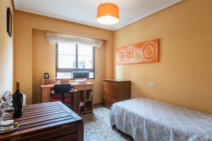TURIA PARK, Single bed, Desk &  table + Airbed