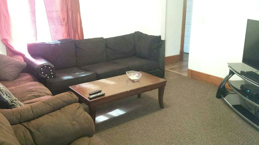 Worker lodging!  3 bed, 2 bath furnished apartment
