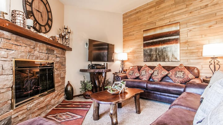 Quick Walk to Slopes from this adorable 2 bedroom condo!