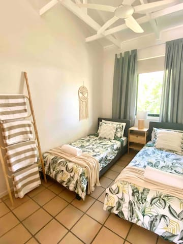 Second bedroom: 2 single beds, pool and bath towels provided