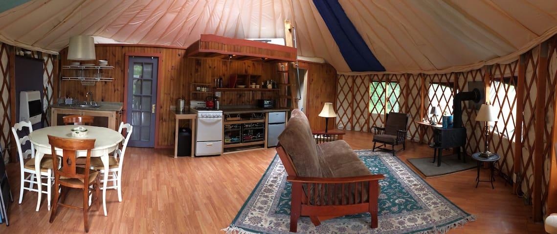 Cozy Yurt w/ Gardens Grill & Fire pit