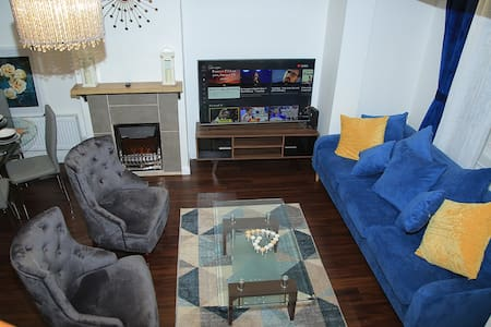 A Modern, Comfy Newly Remodeled 2BD House